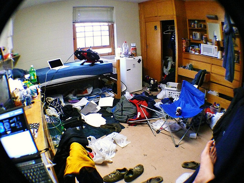 Messy dorm room image link to story