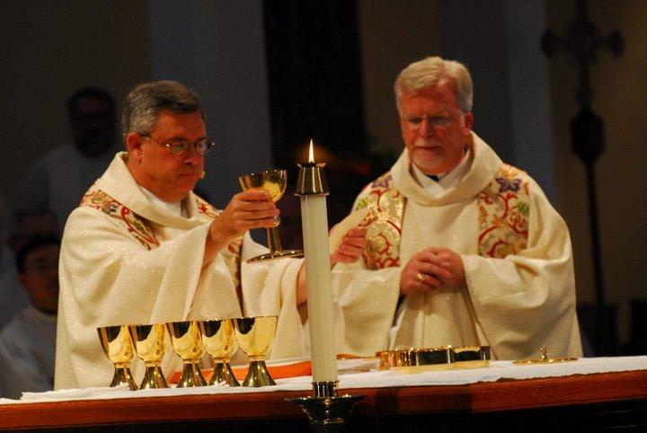 Jesuits celebrating mass link to Jesuits USA