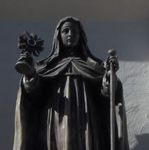 Statue of St. Clare on facade of Mission Santa Clara at SCU