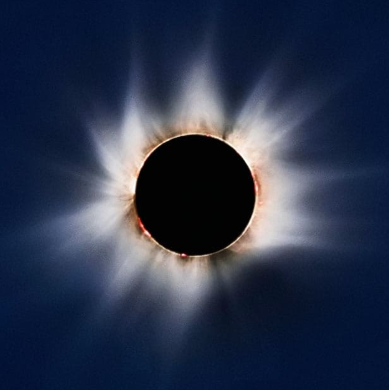 A total solar eclipse, showing solar flares and prominences past the limb of the Sun, which is blocked by the Moon, and the solar corona. Photo: Jay Pasachoff/Science Faction/Corbis
