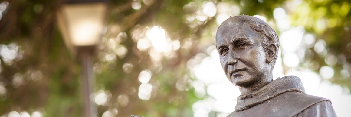 Photo of Junipero Serra statue on SCU campus.