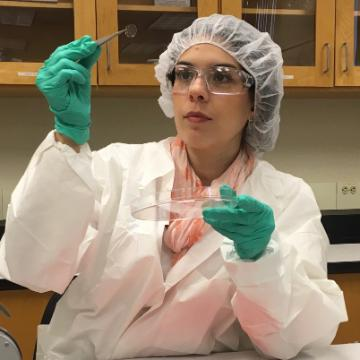 Laura Rivas Yepes, M.S. '20 in a bioengineering lab image link to story