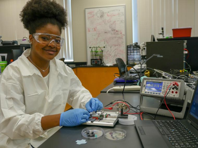 Bioengineering Student, Shani Williams, in lab image link to story